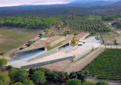 Bâtiment contemporain domaine viticole