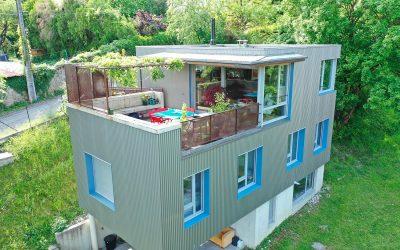 Clip-drone d'une maison d'architecte