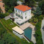 Maison de luxe en vue aérienne par drone