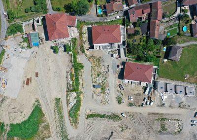 Vue plongeante par drone sur un chantier