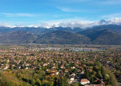 Vue sur Crolles et Belledone par un droniste photographe de Grenoble