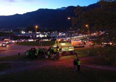 Le rond point du Rafour vu de drone à la tombée de la nuit à côté de Grenoble pour la télévision